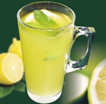 Frisch gepresster Zitronensaft